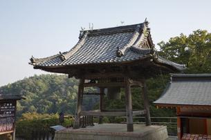 勝尾寺の鐘楼の写真素材 [FYI04884277]