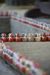 勝尾寺鐘楼のダルマの写真素材 [FYI04884278]