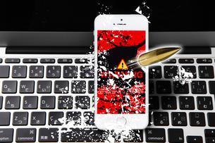 キーボードとスマートフォンの写真素材 [FYI04884343]