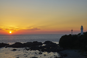 潮岬からの夕日の写真素材 [FYI04884671]