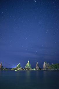 橋杭岩からの夜景の写真素材 [FYI04884672]