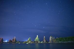 橋杭岩からの夜景の写真素材 [FYI04884673]