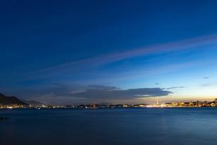 関門海峡の夕暮れの写真素材 [FYI04885210]