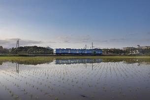 近江鉄道のリフレクションの写真素材 [FYI04885552]