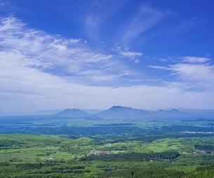 自然 風景 瀬の本高原,久住高原と阿蘇方面遠望 の写真素材 [FYI04885615]