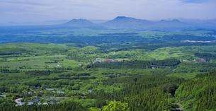 自然 風景 瀬の本高原,久住高原と阿蘇方面遠望 の写真素材 [FYI04885618]