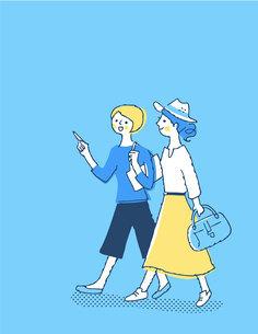 笑顔で歩く2人の女性のイラスト素材 [FYI04886058]