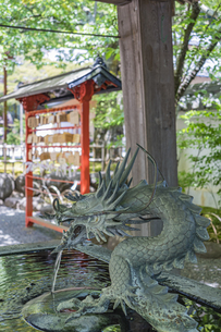 伊豆修禅寺 境内にある温泉の湧き出る水屋の写真素材 [FYI04886115]