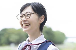 笑顔の女子高生の写真素材 [FYI04886637]