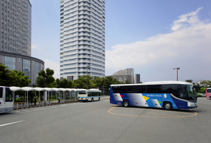 インテックス大阪のバス乗り場の写真素材 [FYI04886650]