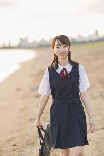 笑顔の女子高生の写真素材 [FYI04886689]
