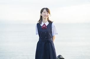 笑顔の女子高生の写真素材 [FYI04886698]