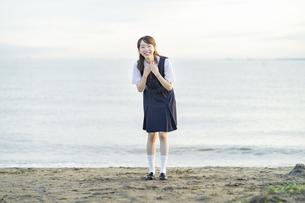 笑顔の女子高生の写真素材 [FYI04886701]