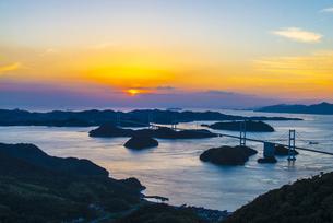 しまなみ海道の夕景の写真素材 [FYI04886956]