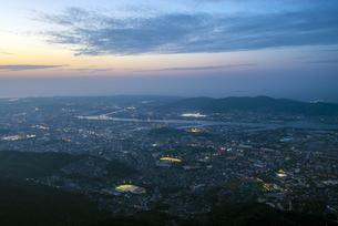 皿倉山から北九州の夜景の写真素材 [FYI04886967]