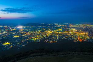 皿倉山から北九州の夜景の写真素材 [FYI04886968]