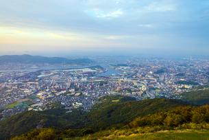 皿倉山から北九州の夕景の写真素材 [FYI04886969]