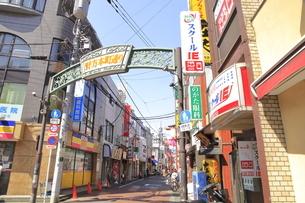 野方駅周辺の商店街の写真素材 [FYI04887246]