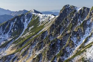 和合山からサギダルの頭と極楽平の稜線を眺めるの写真素材 [FYI04888051]