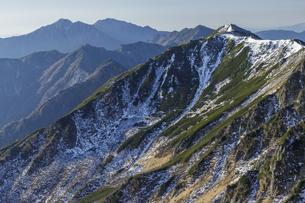 和合山から中央アルプス南陵を眺めるの写真素材 [FYI04888052]