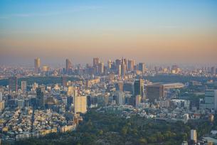 早朝の東京(新宿、青山、外苑前)の写真素材 [FYI04888217]