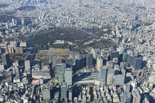 東京駅周辺の空撮写真の写真素材 [FYI04888240]