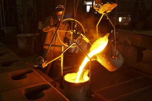 鋳物工場の写真素材 [FYI04889241]