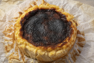 バスクチーズケーキの写真素材 [FYI04889497]
