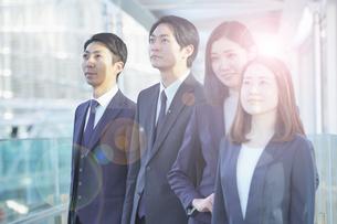 ビジネスシーン・男女4人のチームの写真素材 [FYI04889668]