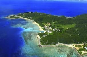 沖縄県 慶良間諸島の空撮の写真素材 [FYI04889704]