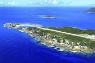 沖縄県 慶良間諸島の空撮の写真素材 [FYI04889708]