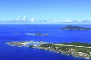 沖縄県 慶良間諸島の空撮の写真素材 [FYI04889709]