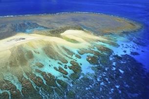 沖縄県 慶良間諸島の空撮の写真素材 [FYI04889712]