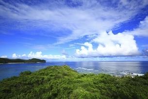 沖縄県 渡嘉敷島の阿波連園地展望台より青い海を望むの写真素材 [FYI04889720]