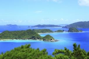 沖縄県 座間味島の高月山展望台より阿護の浦を望むの写真素材 [FYI04889745]