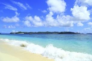 沖縄県 阿嘉島のニシバマビーチの写真素材 [FYI04889765]
