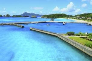 沖縄県 阿嘉島の阿嘉港の写真素材 [FYI04889770]