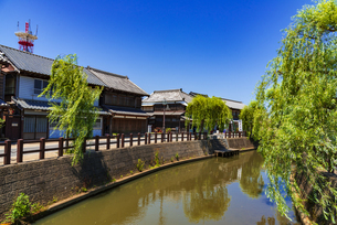 千葉県の重要伝統的建造物群保存地区 佐原の町並みと小野川の写真素材 [FYI04890104]