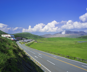 熊本県 風景 草千里ヶ浜の写真素材 [FYI04890221]