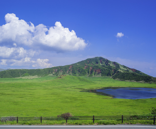 熊本県 風景 草千里ヶ浜の写真素材 [FYI04890225]