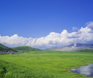 熊本県 風景 草千里ヶ浜の写真素材 [FYI04890252]