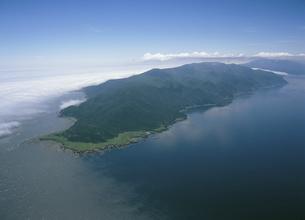 空から見る知床岬(北海道・知床)の写真素材 [FYI04890325]