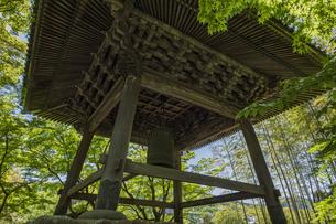 伊豆修善寺の観光名所 修禅寺境内の鐘楼堂の写真素材 [FYI04890550]