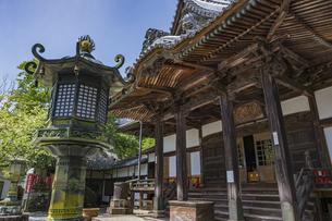 伊豆修善寺の観光名所 修禅寺本堂前の風景の写真素材 [FYI04890574]