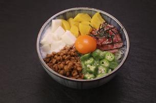 バクダン丼の写真素材 [FYI04891212]