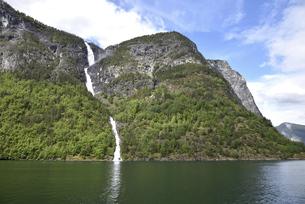 ネーロイフィヨルド サーグの滝の写真素材 [FYI04892262]
