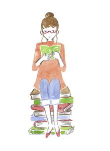本に座って読書する女性 水彩イラストのイラスト素材 [FYI04892685]