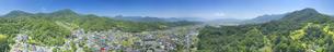 新緑の別所温泉と夫神岳などの里山の360度パノラマの写真素材 [FYI04893062]