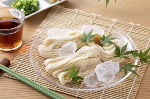 素麺を食べるの写真素材 [FYI04893194]