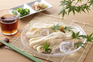 素麺を食べるの写真素材 [FYI04893195]